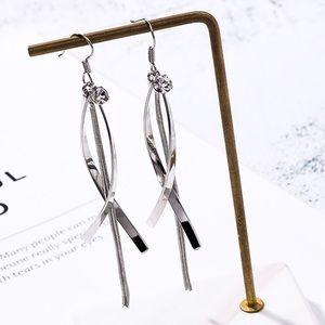 Jewelry - Silver Tone Dangle Earrings w/top Crystal